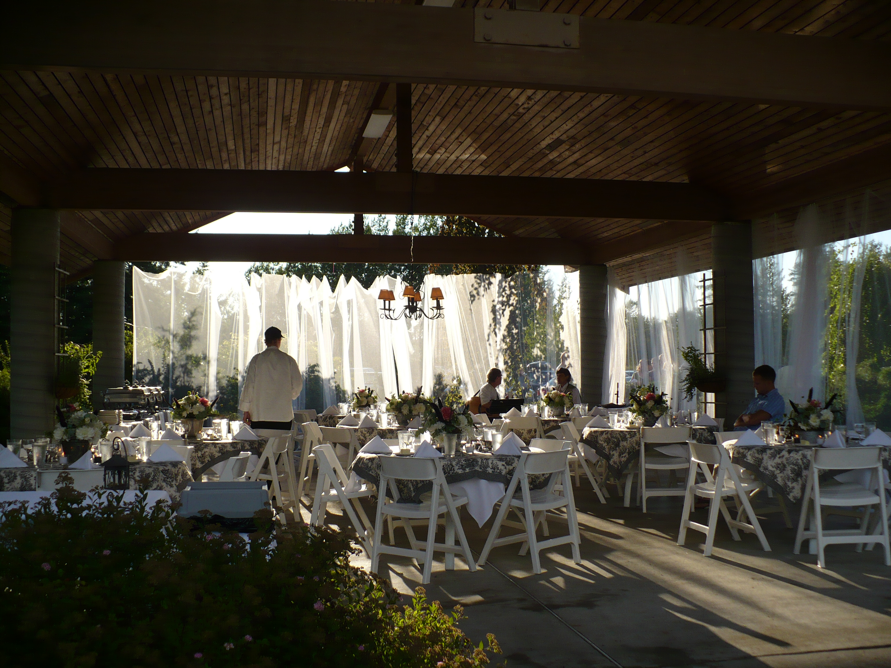 Shuksan clubhouse this venue with it 39 s outdoor bridal for Indoor outdoor wedding venues