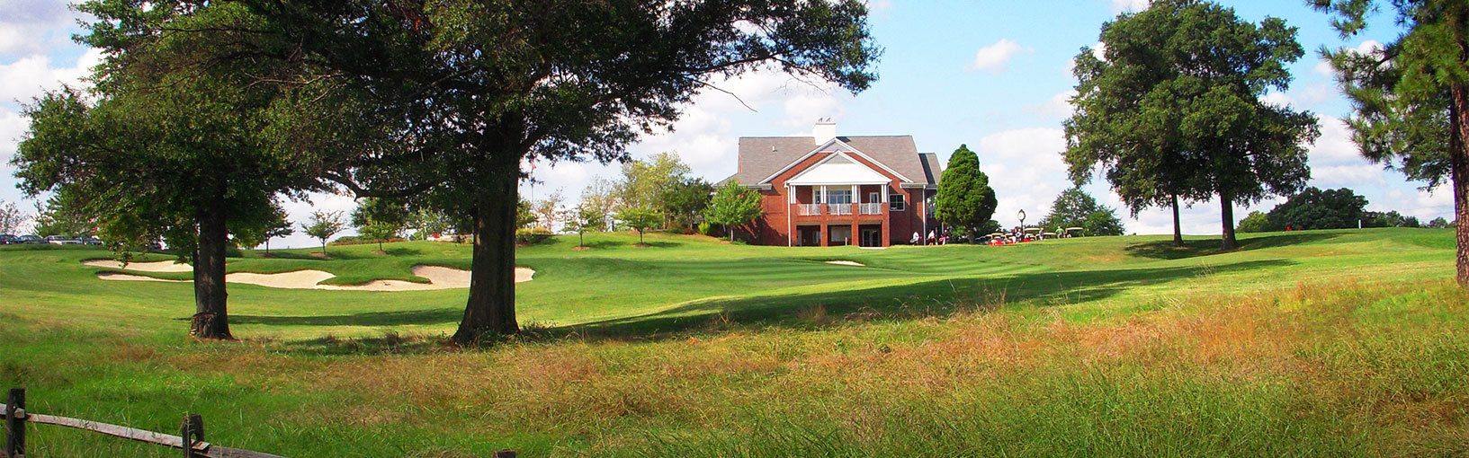 Photo of UMD Golf Course Clubhouse