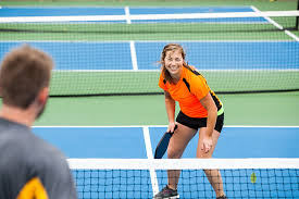 Photo Couple playing Pickleball