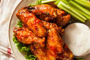 Photo Chicken Wings with celery and dip