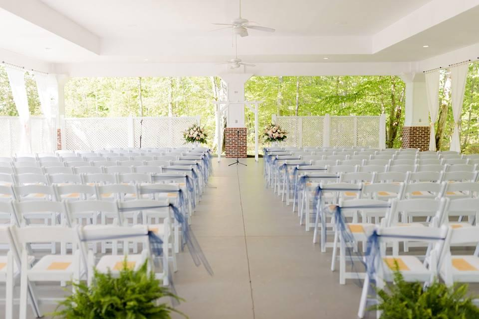 A classic northern Virginia wedding reception setup